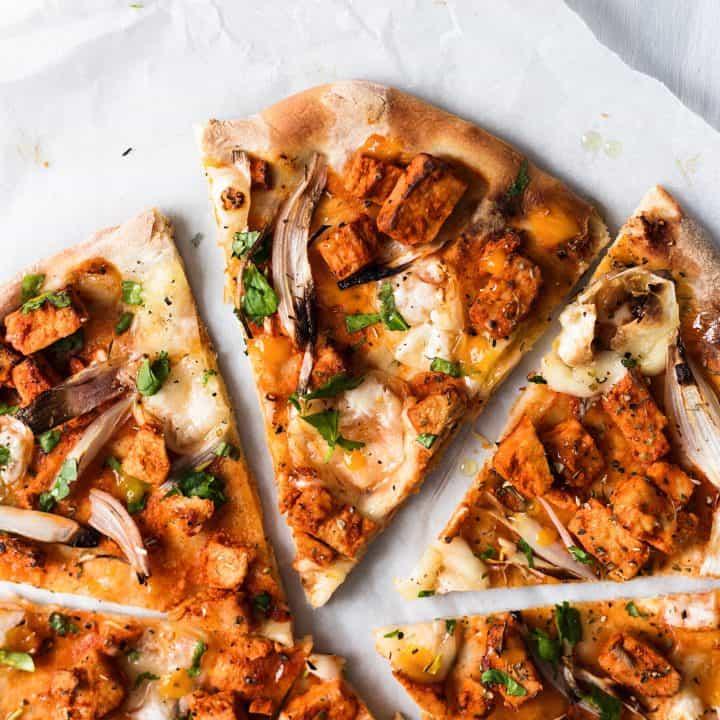 vegan cheesy buffalo 'chicken' pizza