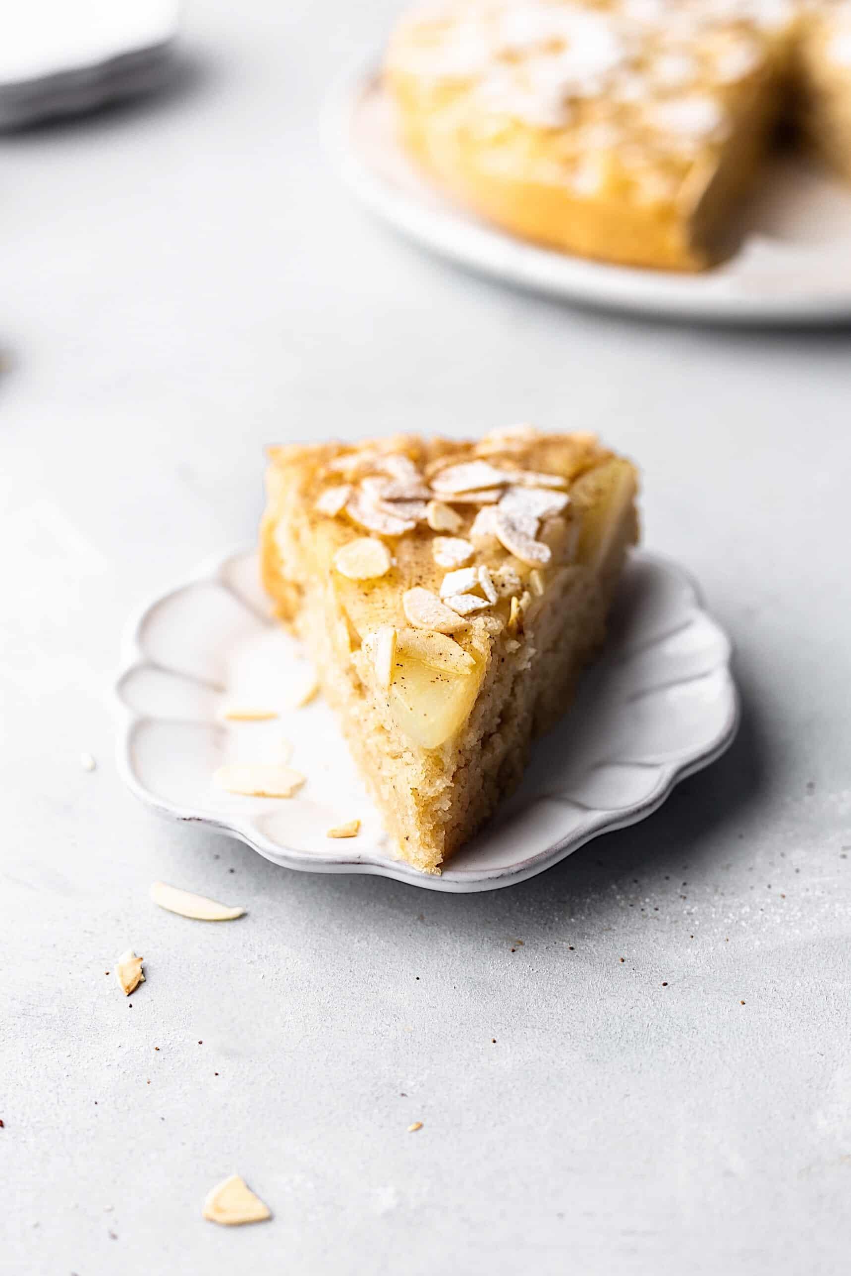 Vegan Upside Down Pear Almond Cake #recipe #vegan #cake