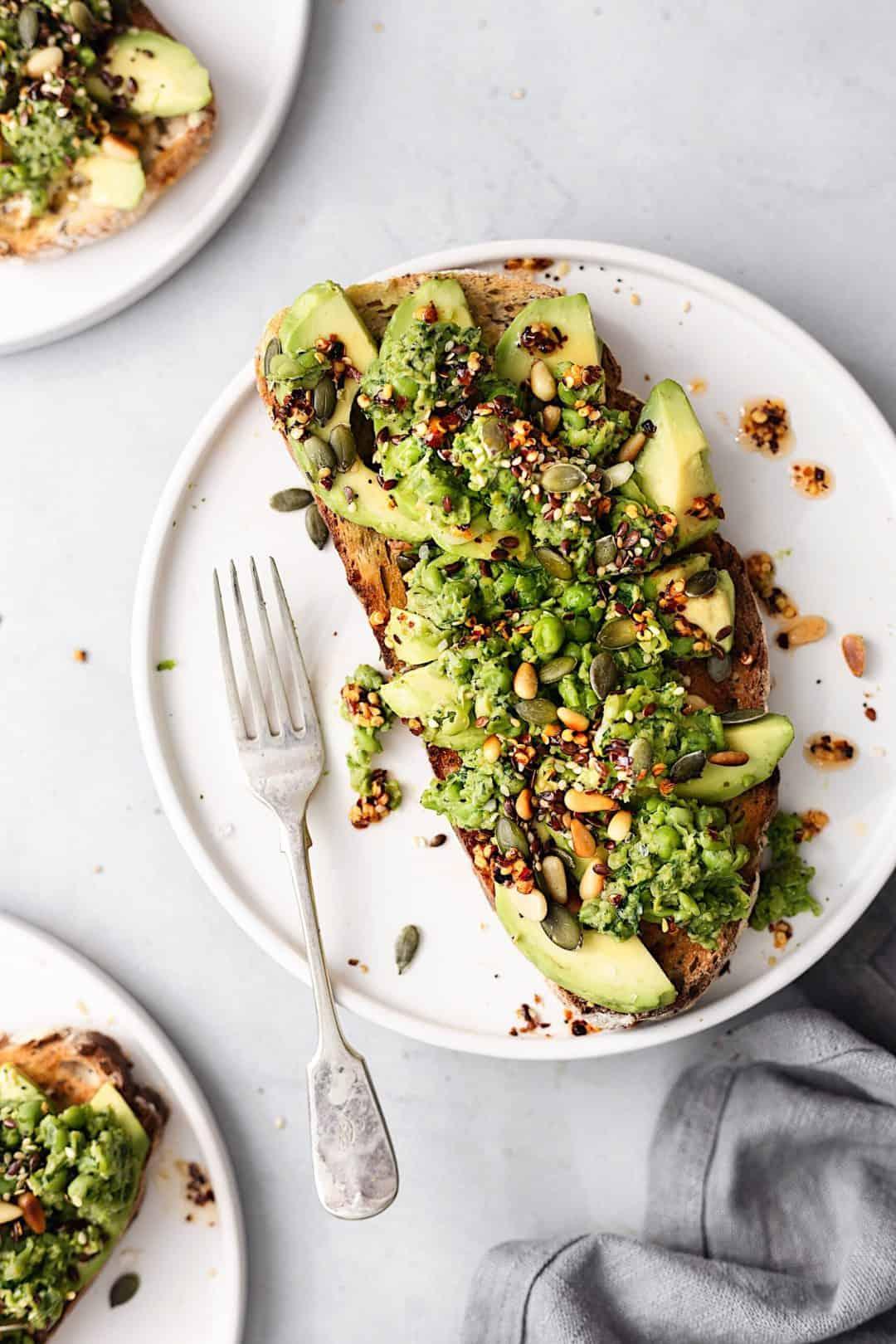 Smashed Peas and Avocado on Toast #vegan #recipe #breakfast #avocado