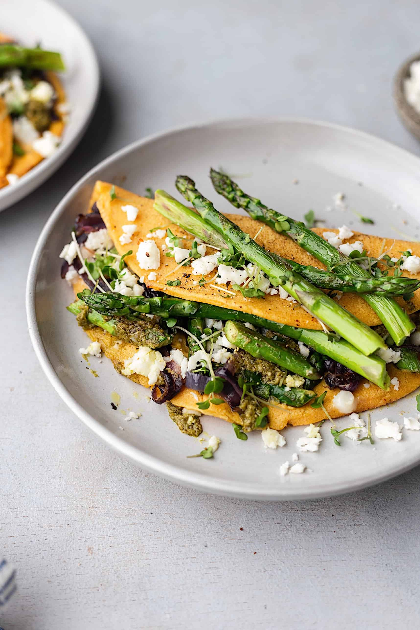 Vegan Asparagus, Pesto and Feta Omelette #vegan #recipe #spring #asparagus #omelette
