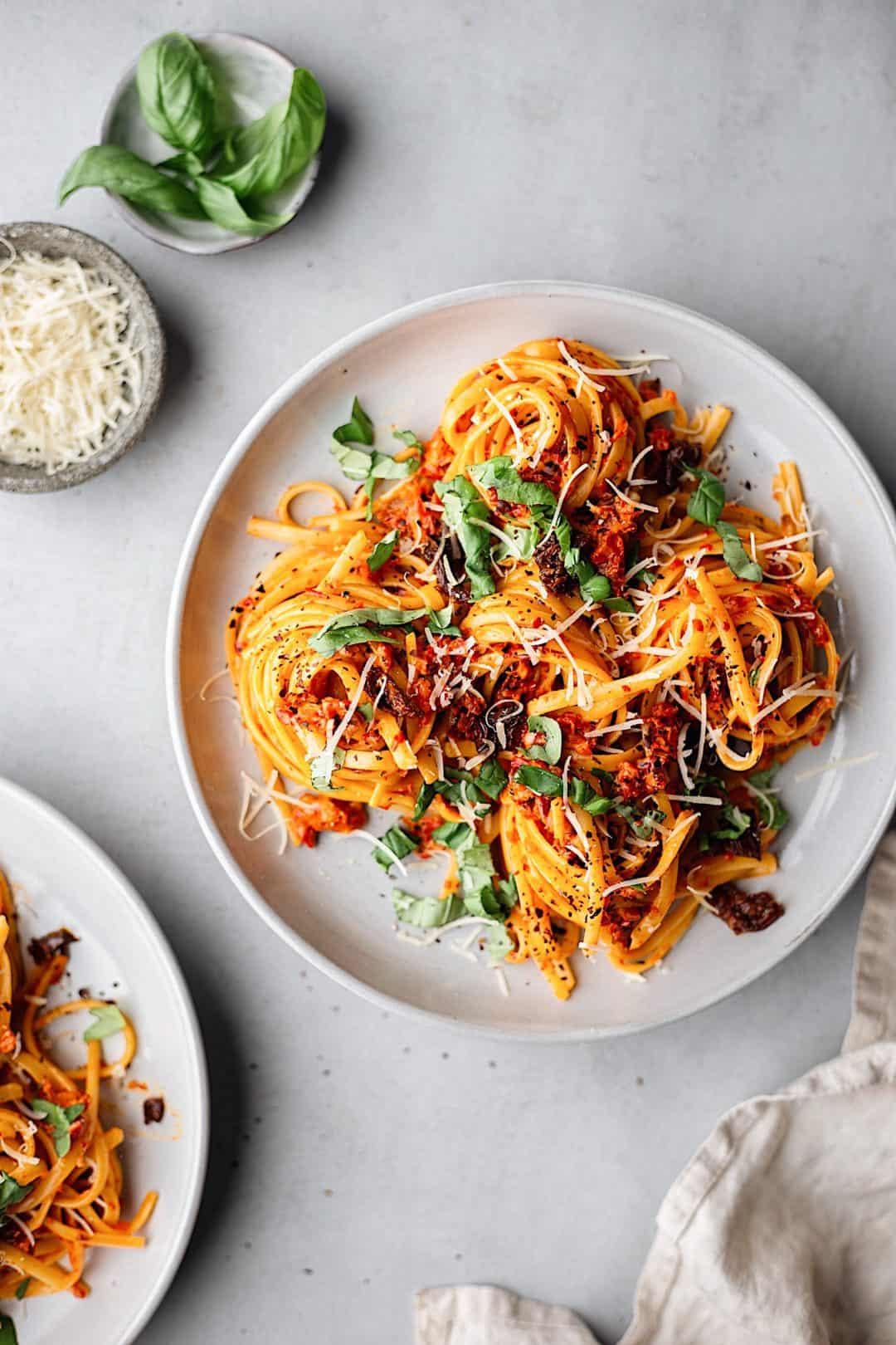 Vegan Roasted Red Pepper Pasta #vegan #recipe #pasta #redpepper