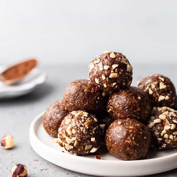 Vegan Chocolate Hazelnut Bliss Balls #vegan #recipe #blissball #energyball #chocolate #hazelnut
