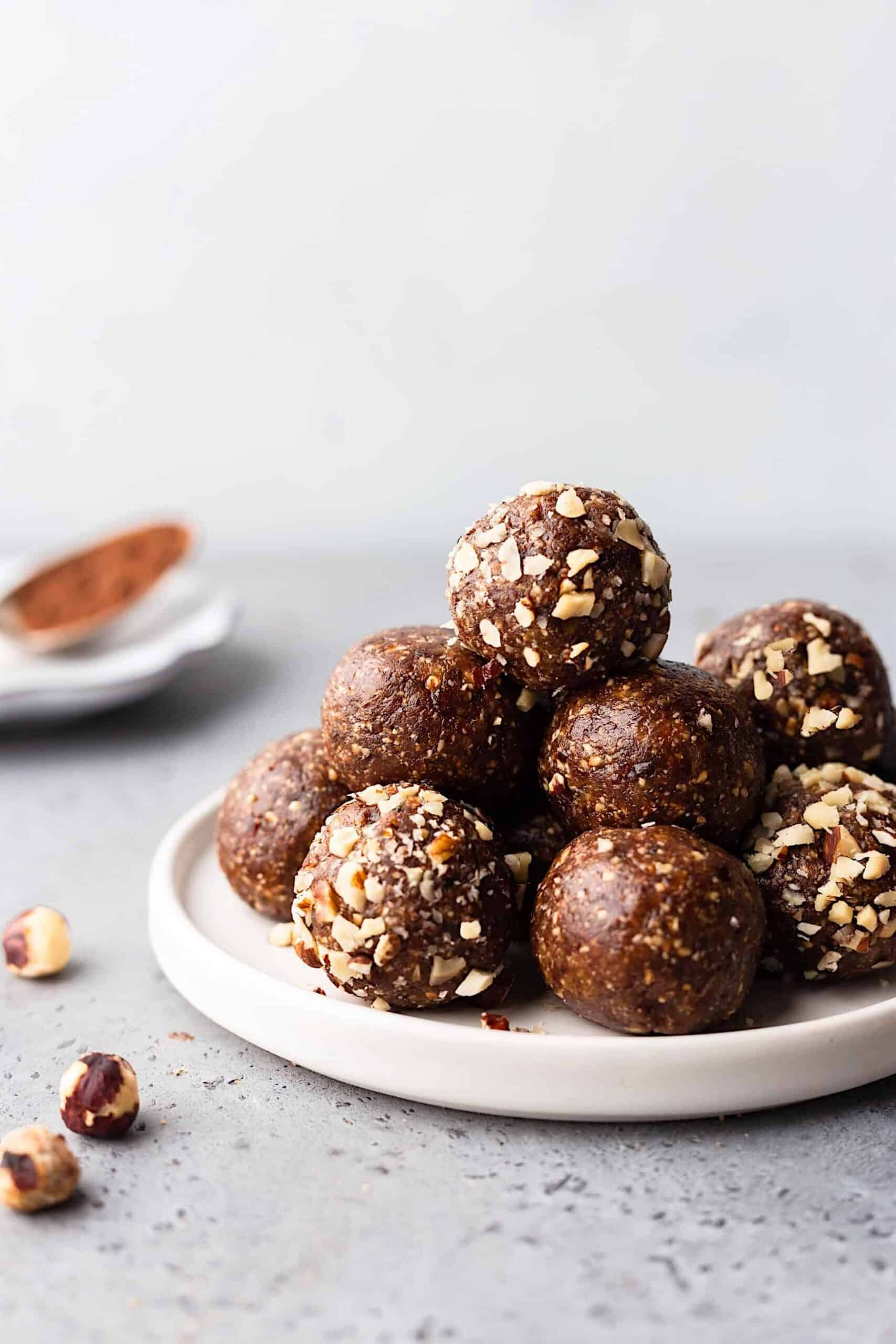 Vegan Chocolate Hazelnut Bliss Balls #vegan #recipe #blissball #energyball #chocolate #hazelnut