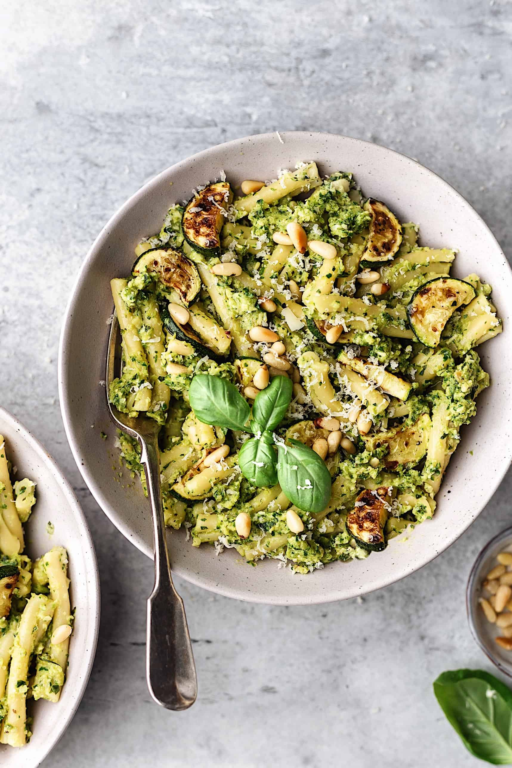 Vegan Roasted Courgette Pesto Pasta #vegan #recipe #pesto #pasta #courgette #zucchini