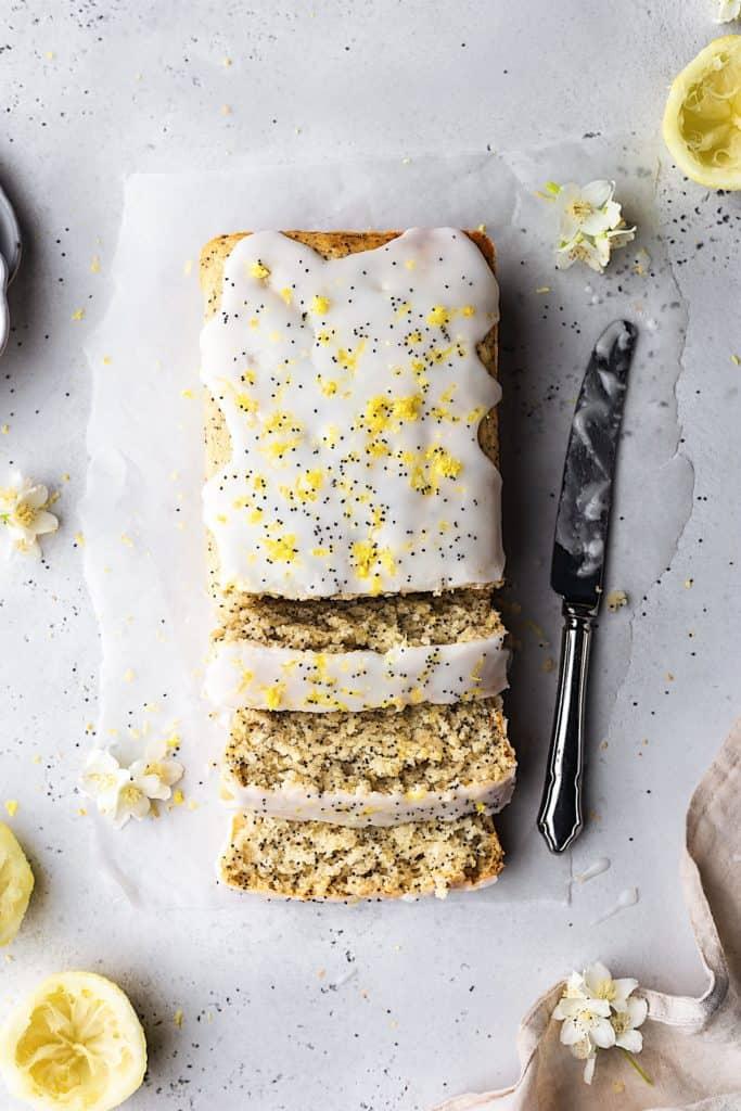 Vegan Lemon Poppy Seed Cake #vegancake #lemon #poppyseed #recipe #cake