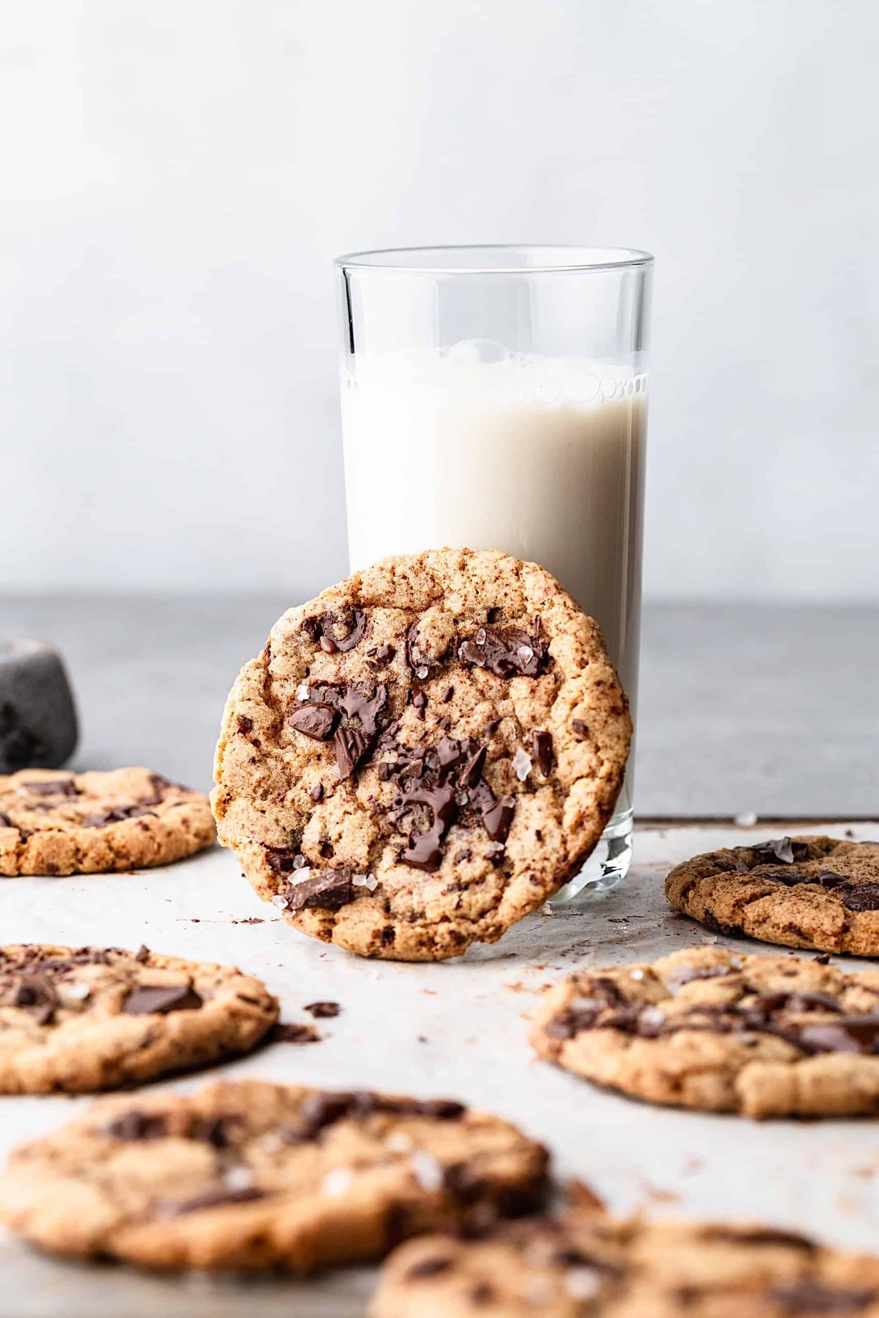 Vegan Spiced Chocolate Chip Cookies #cookies #vegan #autumn #fall #spiced #recipe #chocolate #chocolatechip