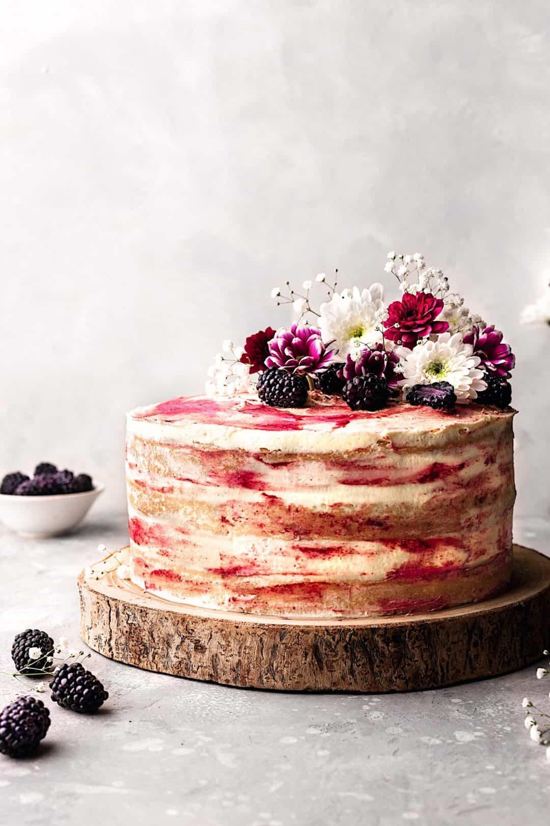 Vegan Blackberry and Gin Cake #cake #recipe #vegan #vegancake #dairyfree #blackberry #gin #seedlip #fruit