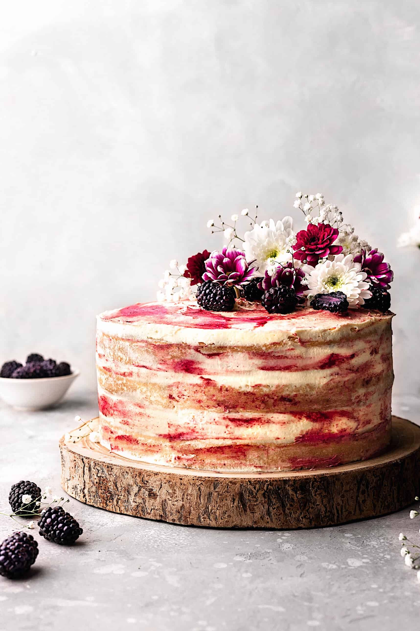 Vegan Blackberry and Gin Cake #cake #recipe #vegan #vegancake #dairyfree #blackberry #gin #seedlip #fruit