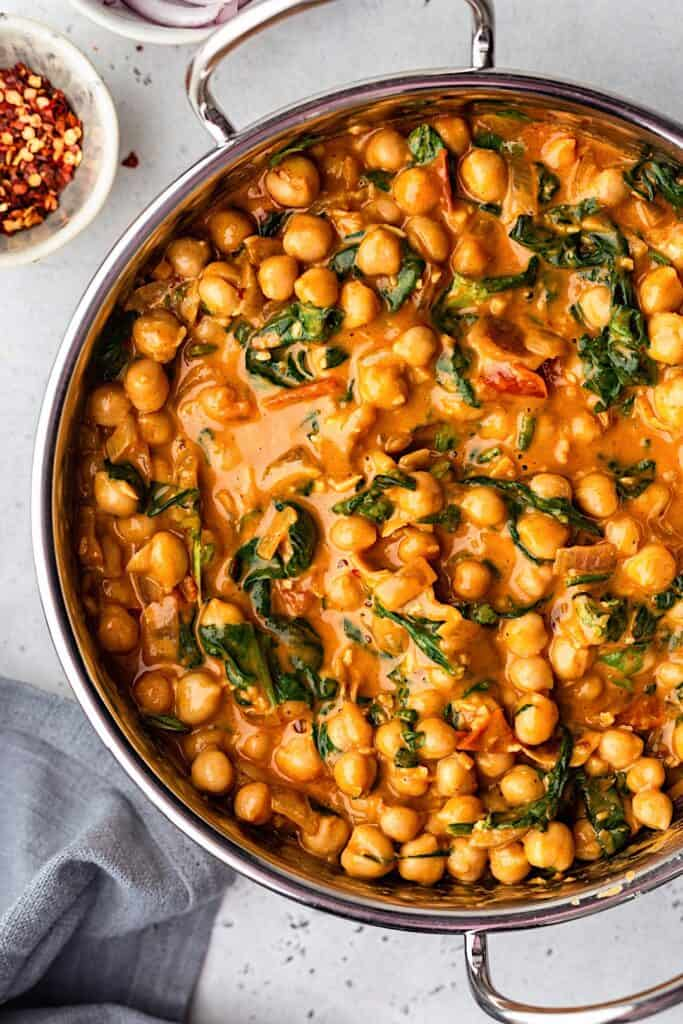 Creamy Chickpea and Spinach Curry Close Up #vegan #curry #recipe #food #chickpea #spinach #healthy