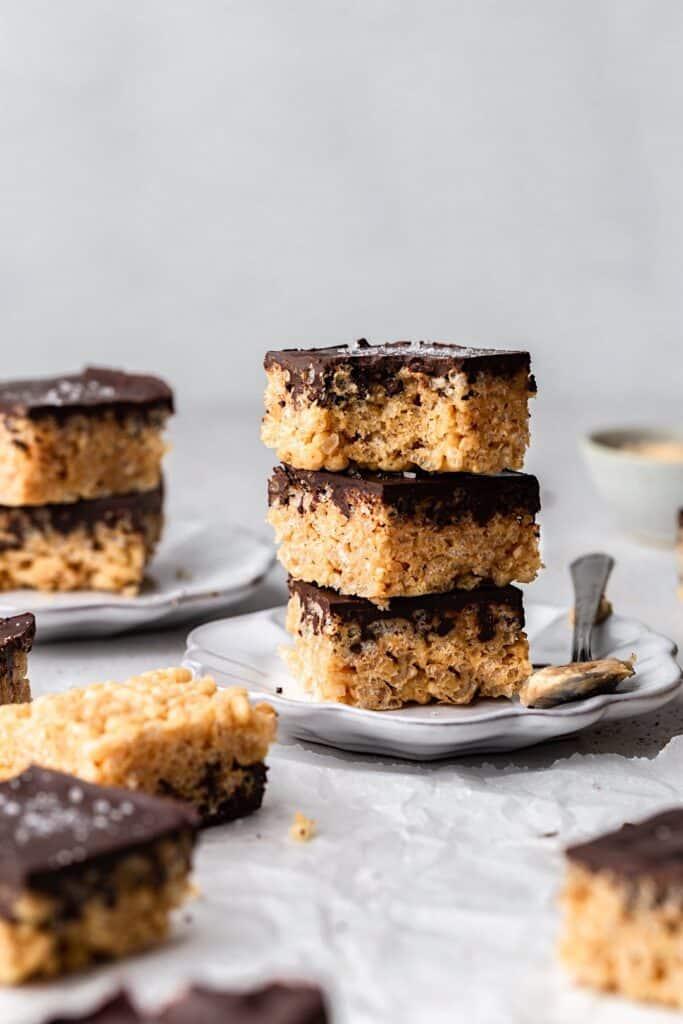 Peanut Butter Chocolate Rice Crispy Bars #peanutbutter #chocolate #ricecrispy #vegan #recipe #sweet