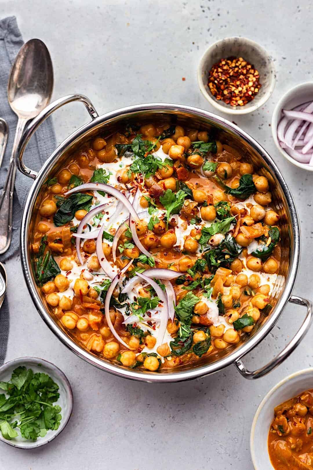 Vegan Chickpea and Spinach Curry #vegan #recipe #curry #chickpea #spinach #healthy