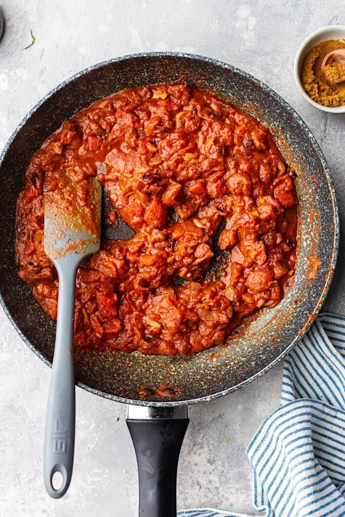 Cauliflower and chickpea curry sauce