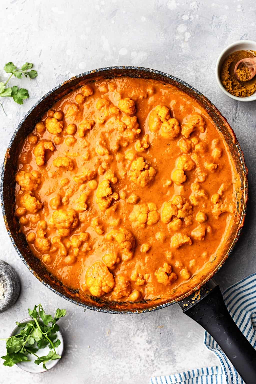 Chickpea and Cauliflower Curry #curry #vegan #chickpea #cauliflower #healthy #creamy