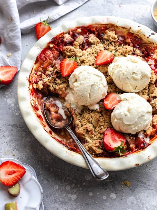 Vegan Strawberry and Rhubarb Crumble #vegan #strawberry #rhubarb #crumble #dairyfree #fruit #summer