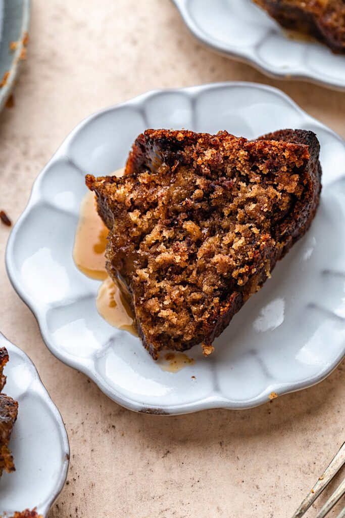 Vegan Sticky Toffee Pudding Cake #vegan #dairyfree #plantbased #christmas #recipe #toffee #dessert