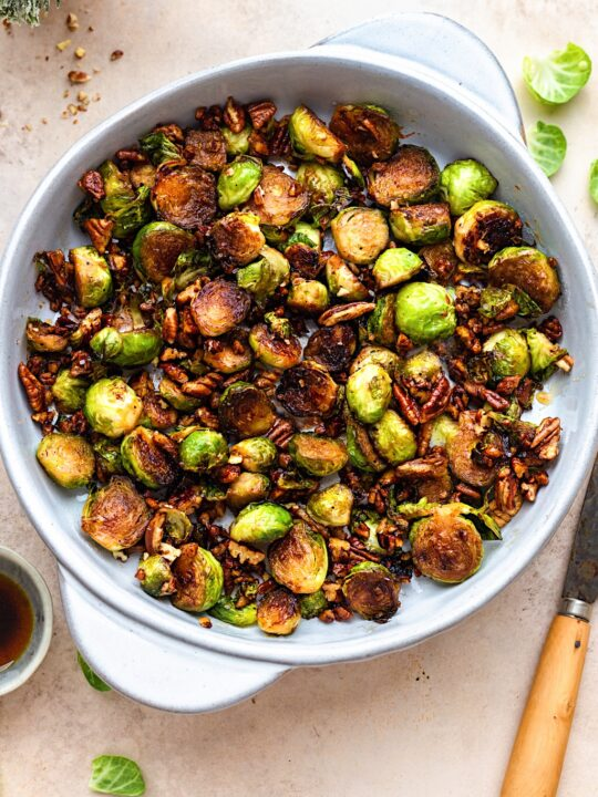 Pan Fried Maple Pecan Brussel Sprouts #christmas #brusselsprout #vegan #vegetarian #sidedish #recipe