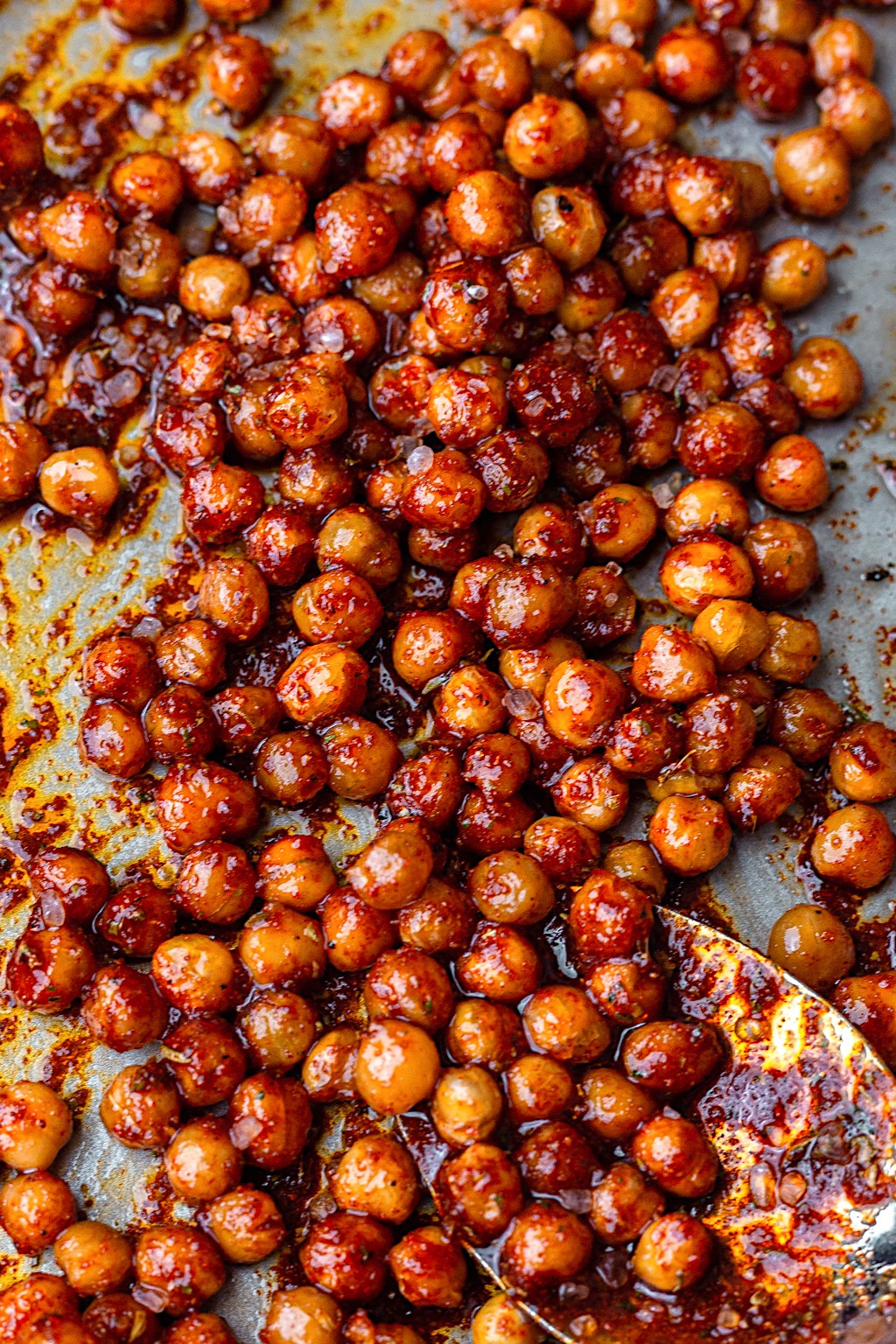 Vegan Crispy Smoky Chickpeas #chickpea #roasted #smoky #bacon #recipe