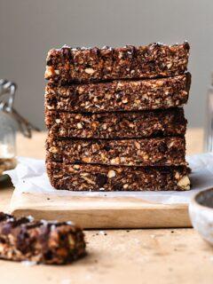 Chocolate Chip Peanut Butter Granola Bars #granola #breakfast #snack #chocolate #nuts #vegan #dairyfree