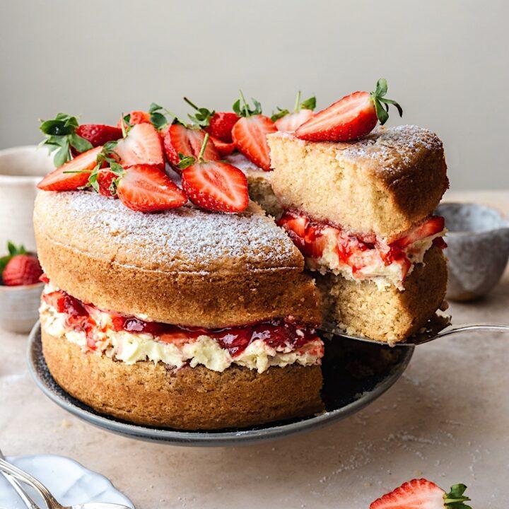 Vegan Victoria Sponge Cake #cake #vegan #victoriasponge #strawberry #jam #recipe #dairyfree
