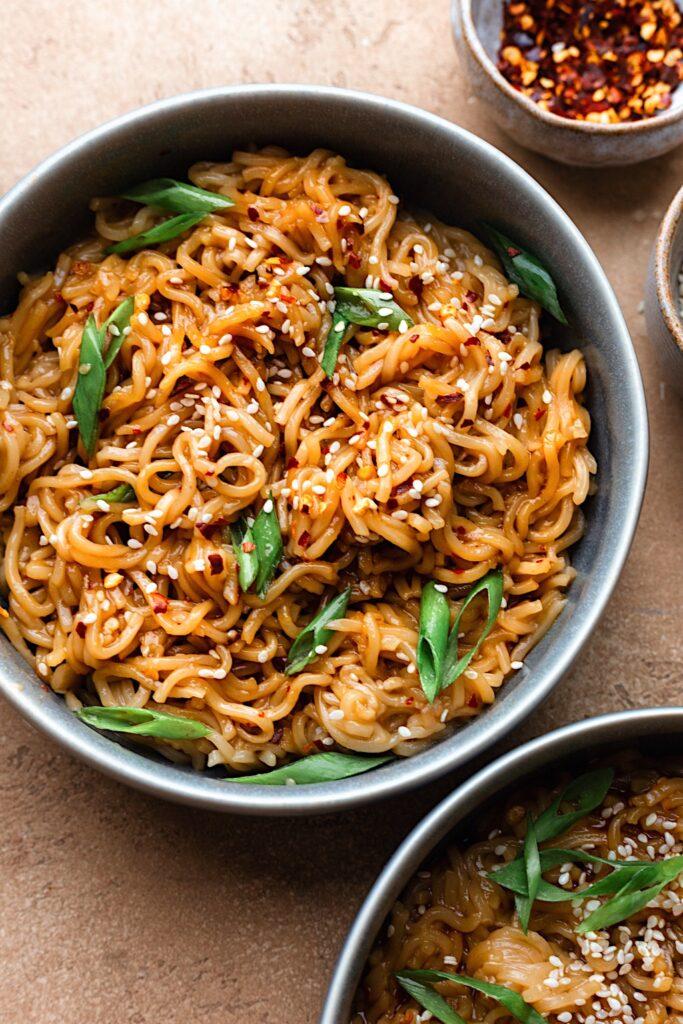 Spicy Garlic Noodles #spicy #garlic #asian #noodles #stirfry