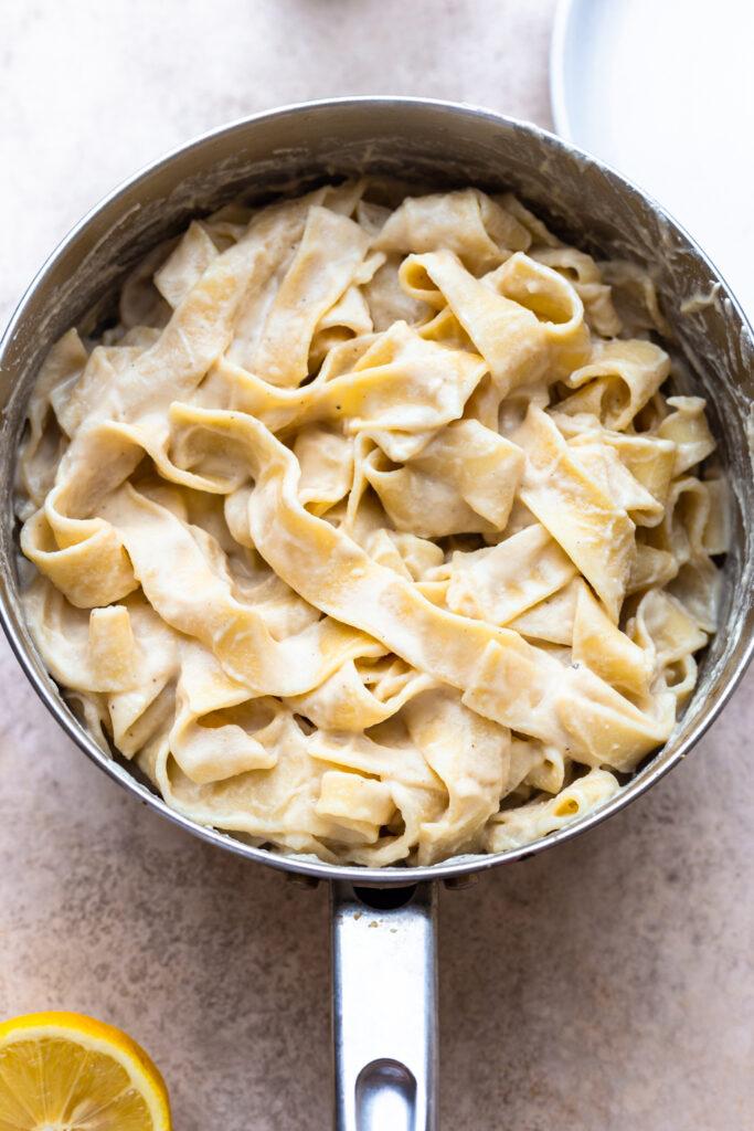 Vegan Cauliflower Alfredo Pasta Sauce #pasta #alfredo #creamy #dairyfree